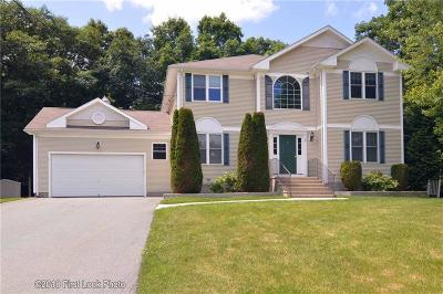 Providence County Single Family Home For Sale: 9 Wickham Ct