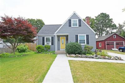 East Providence Single Family Home For Sale: 89 Irving Av