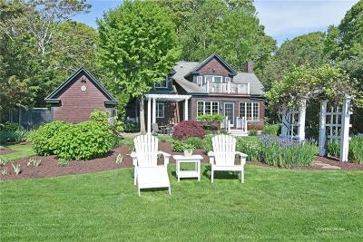 North Kingstown Single Family Home For Sale: 189 Earle Dr