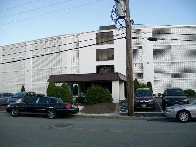 Cranston Condo/Townhouse For Sale: 143 Hoffman Av, Unit#304 #304