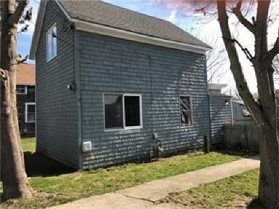 Portsmouth Single Family Home For Sale: 51 Cottage Av