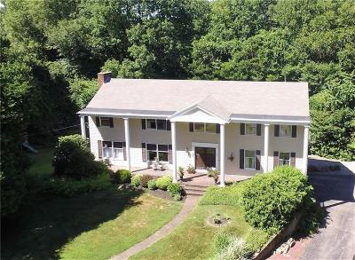 East Greenwich Single Family Home Act Und Contract: 2 Moss Lane