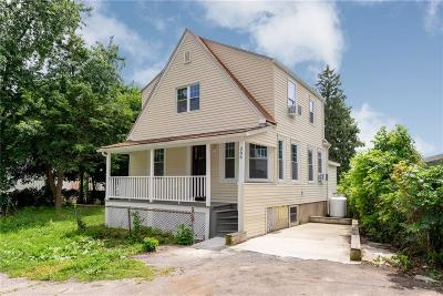 Woonsocket Single Family Home For Sale: 386 Blackstone St