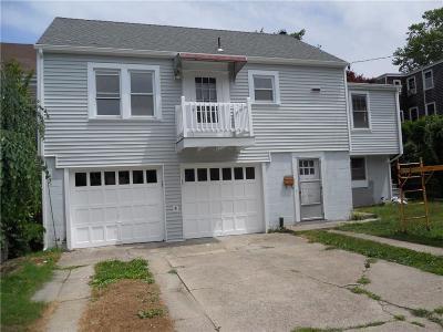 Newport County Single Family Home For Sale: 5 - 1/2 Hall Av