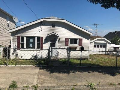 Newport County Single Family Home For Sale: 42 Clement St