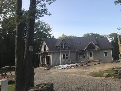 Glocester Single Family Home For Sale: 229 Chestnut Oak Rd