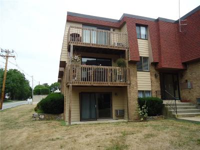 Warwick Condo/Townhouse Act Und Contract: 4162 Post Rd, Unit#4 #4