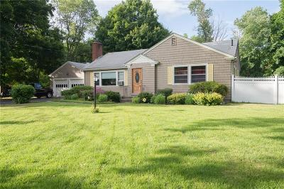 Barrington Single Family Home For Sale: 17 Vineland Dr