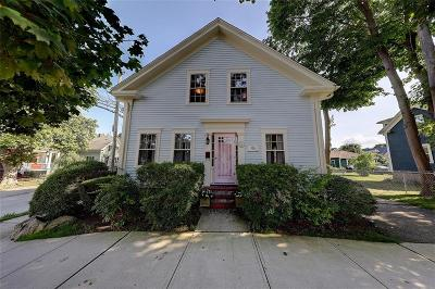 Bristol Single Family Home For Sale: 122 Union St