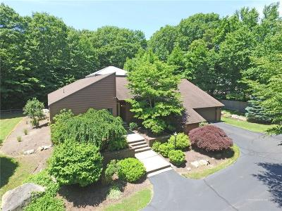 East Greenwich Single Family Home For Sale: 240 Adirondack Dr