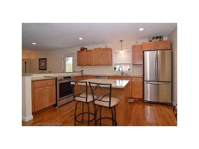 Woonsocket Single Family Home For Sale: 147 Larch St
