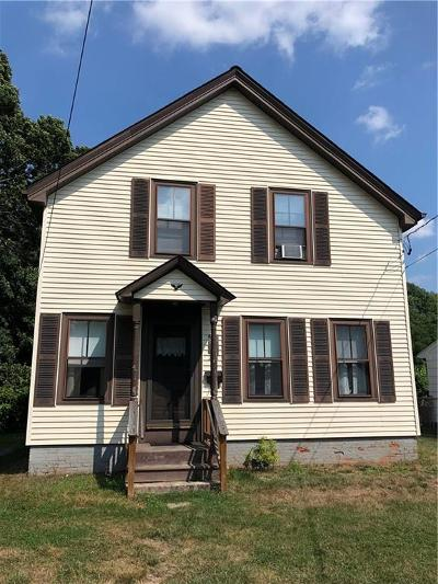 Cumberland Single Family Home For Sale: 271 England St