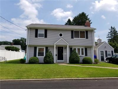 Pawtucket Single Family Home For Sale: 34 Windsor Ct