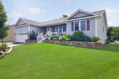 South Kingstown Single Family Home For Sale: 82 Sophia Ct