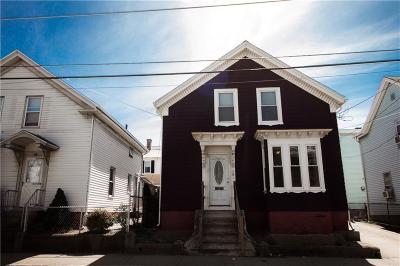 Pawtucket Single Family Home For Sale: 75 Lonsdale Av