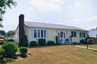 East Providence Single Family Home For Sale: 54 Seabrook Dr