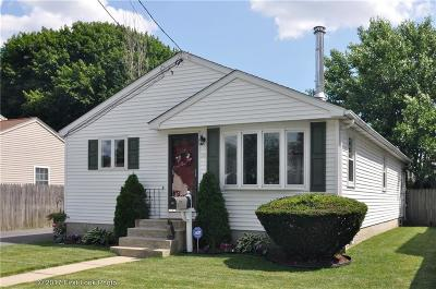 Pawtucket Single Family Home For Sale: 55 Eaton St