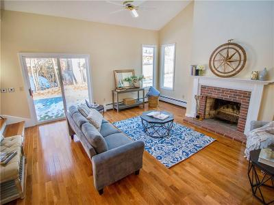 Bristol Single Family Home For Sale: 52 Wapping Dr
