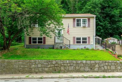 Woonsocket Single Family Home For Sale: 1221 Manville Rd