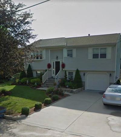 Cranston Single Family Home For Sale: 258 Locust Glen Dr