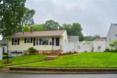 Cranston Single Family Home For Sale: 26 Fairwood Dr