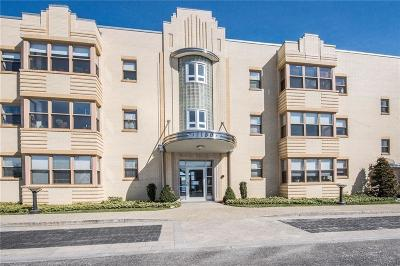 Edgewood Condo/Townhouse For Sale: 1180 Narragansett Blvd, Unit#b3 #B3