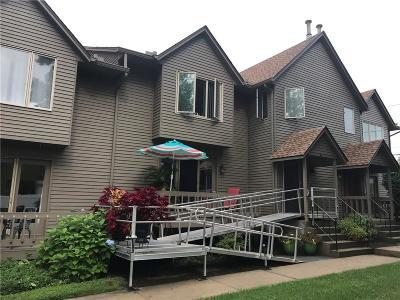 Cranston RI Condo/Townhouse For Sale: $207,900