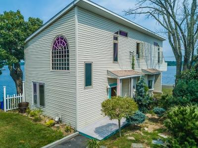 Bristol Single Family Home For Sale: 99 Smith St