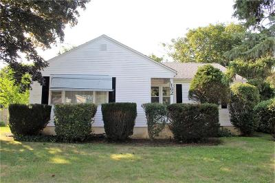 Portsmouth Single Family Home For Sale: 162 East Main Rd