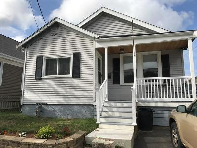 Pawtucket RI Single Family Home For Sale: $159,900