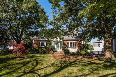 Portsmouth Single Family Home For Sale: 32 Point Rd