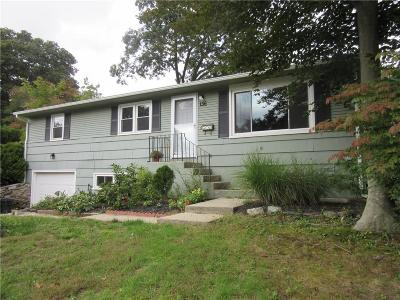 North Kingstown Single Family Home For Sale: 136 Paula Dr