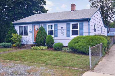 Pawtucket Single Family Home For Sale: 41 Dover St