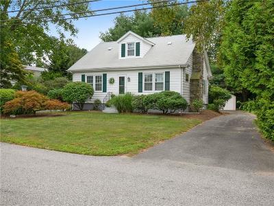 Bristol County Single Family Home For Sale: 15 Kinnicutt Av