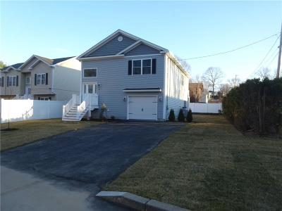 Cranston Single Family Home For Sale: 82 Felicia Dr
