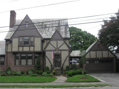 North Providence Single Family Home For Sale: 104 Olney Av