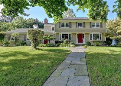 Barrington Single Family Home For Sale: 11 Ridgewood Rd