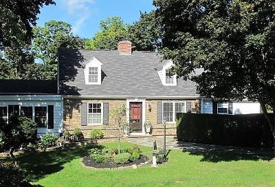 Cranston Single Family Home For Sale: 450 Dean Pkwy