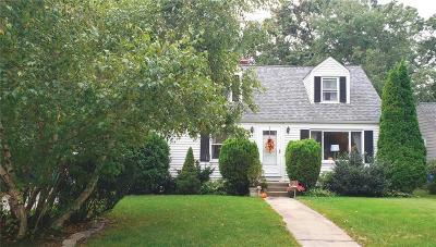 Warwick Single Family Home For Sale: 66 Massachusetts Av