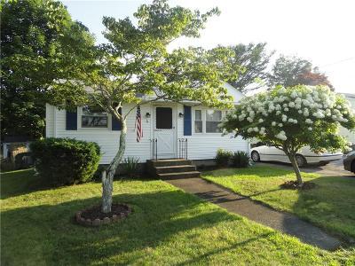 Narragansett Single Family Home For Sale: 4 John St