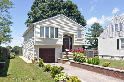 East Providence Single Family Home For Sale: 43 Brightridge Av