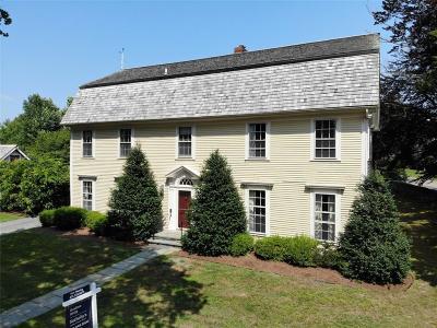 Portsmouth Single Family Home For Sale: 390 Glen Farm Rd