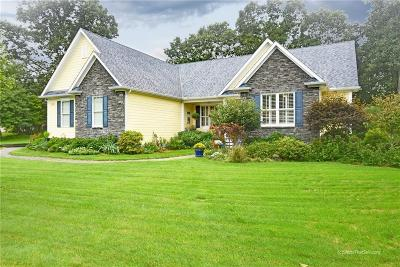 North Kingstown Single Family Home For Sale: 98 Mountain Laurel Wy