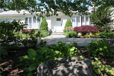 Cranston Single Family Home For Sale: 135 Meshanticut Valley Pkwy