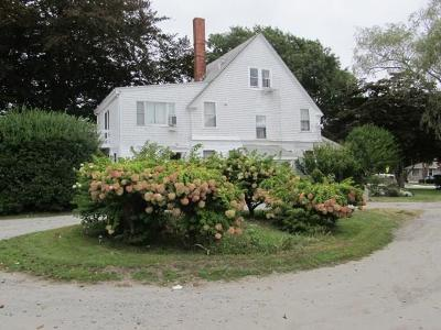 Newport County Single Family Home For Sale: 3338 East Main Rd