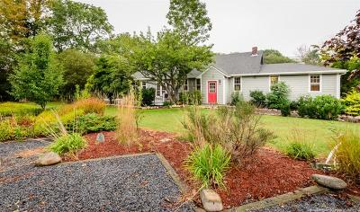 Little Compton Single Family Home For Sale: 186 East Main Rd