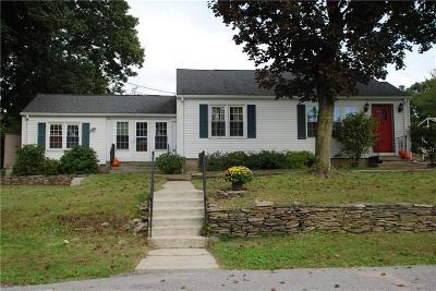 Johnston Single Family Home For Sale: 4 Arnold Dr