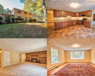 Glocester Single Family Home For Sale: 40 White Pine Dr