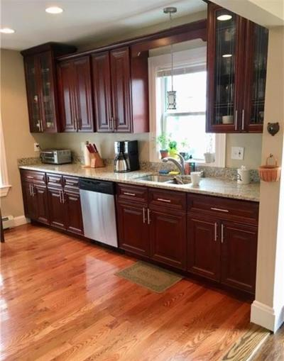 East Providence Single Family Home For Sale: 28 Anthony St