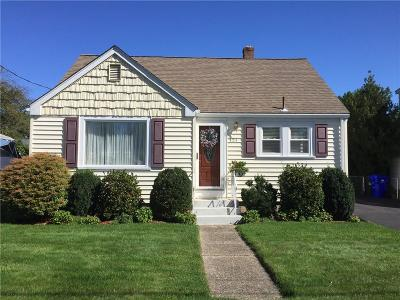 Pawtucket Single Family Home For Sale: 121 Woodbury St